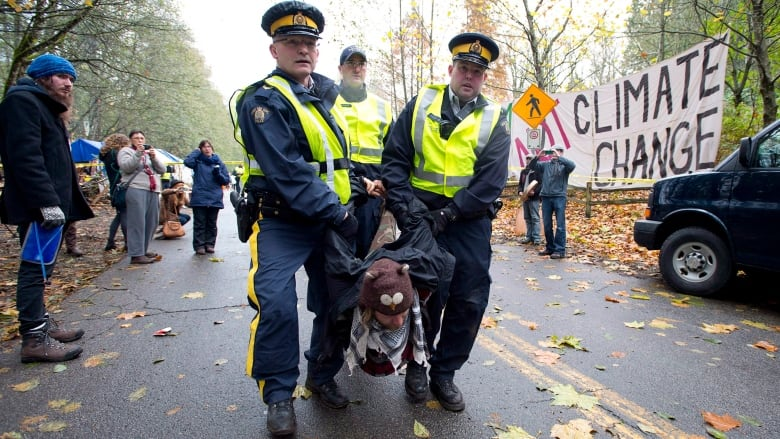 Rights group presses watchdog on CSIS records about Northern Gateway