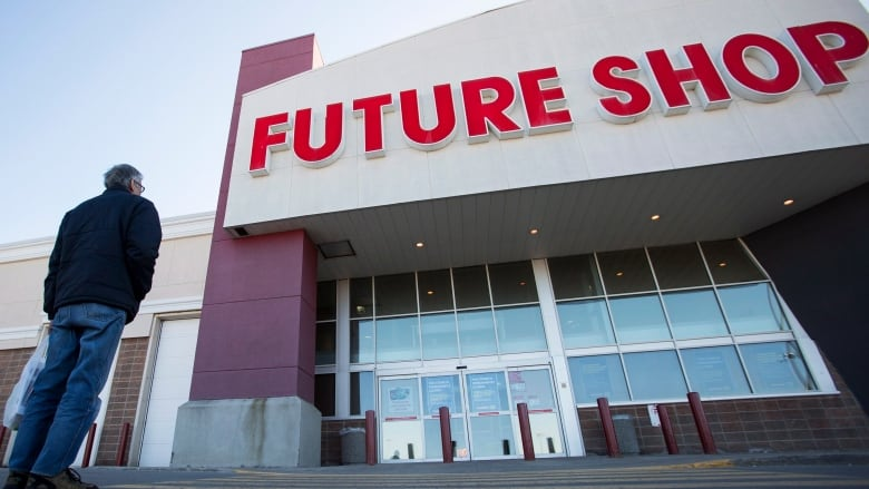 04214030d Experts say Future Shop s demise is no surprise as more shoppers turn to  both online shopping and online tech advice. (Aaron Lynett Canadian Press)