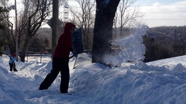 Stretch those shovelling muscles, Ottawa-Gatineau, as we could get 10 centimetres of snow over the next 36 hours — and possibly even more.