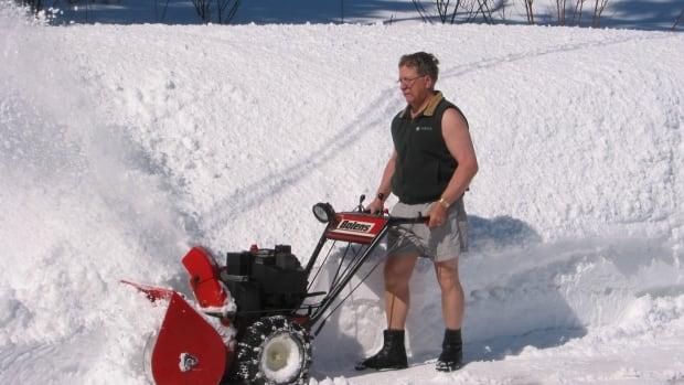 snowblower-man-in-shorts.JPG