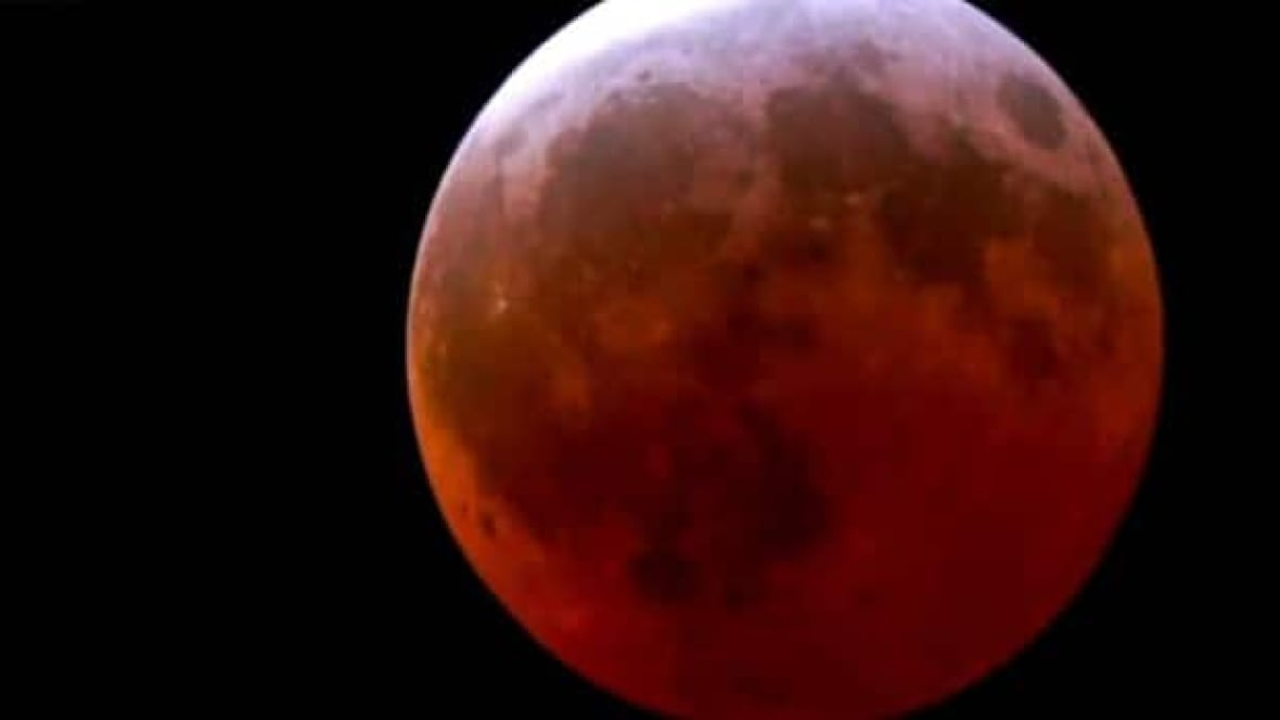 WATCH: Blood red moon lights up the sky - World - CBC News