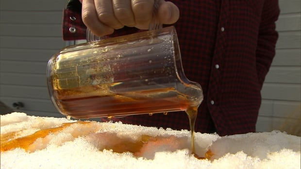 New Brunswick's 150 maple syrup producers are looking at the possibility of forming a commission.
