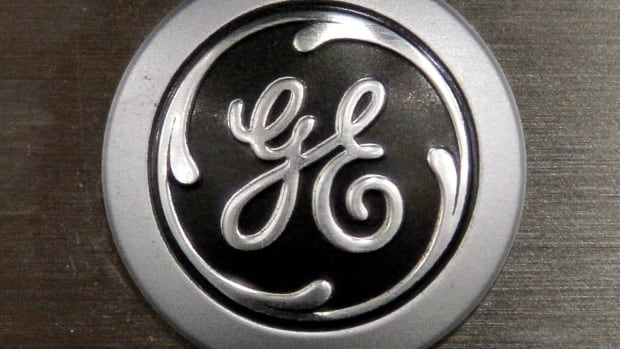 General Electric says it plans to build a plant for large, gas-powered engines in Canada after being promised trade credit help from Export Development Canada.
