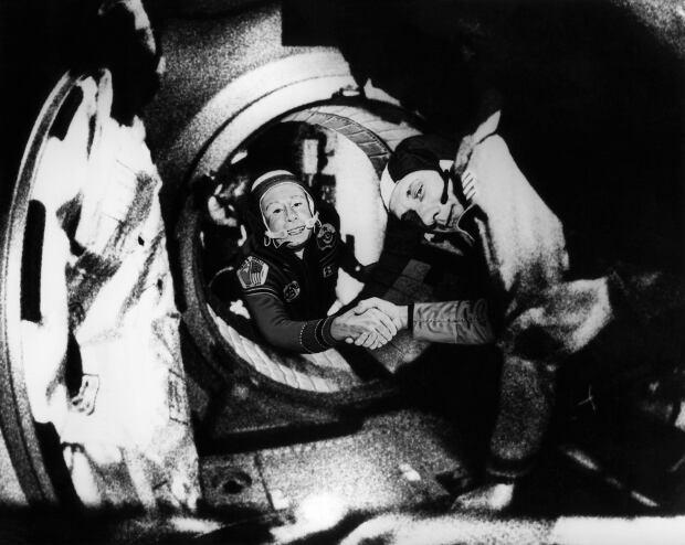 Soyuz Alexei Leonov APP2000071835850 Apollo Thomas Stafford July 17 1975