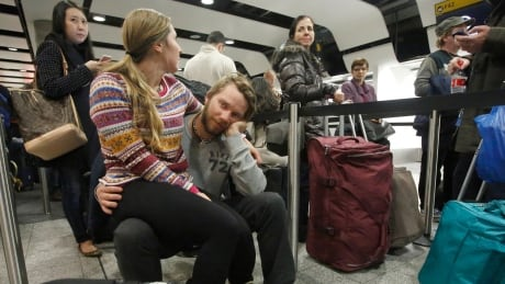 air travel tourism airport delay travellers