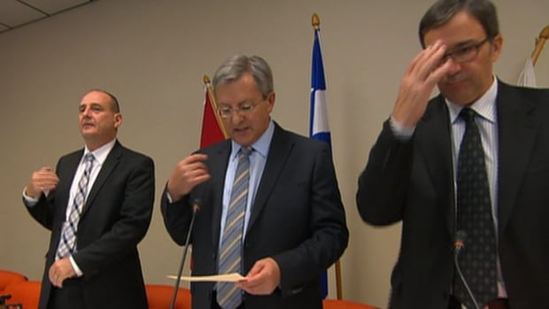 Councillors in Saguenay, Que., make the sign of the cross and recite a 20-second prayer at every council meeting.