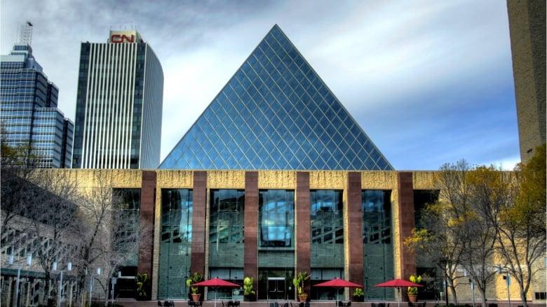 Councillor questions $616M City of Edmonton spent on consultants