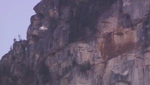 Hole in Stawamus Chief