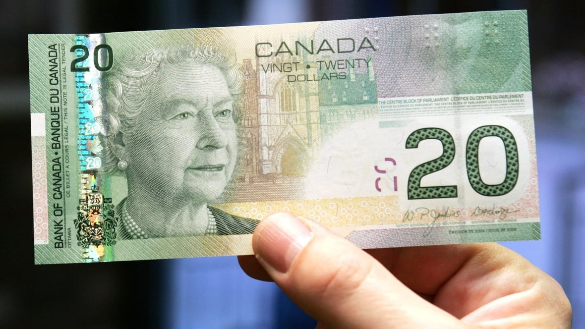 Canadians Pay Cash Less Than Half The Time, Bank Of Canada