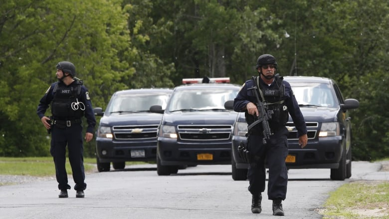 Manhunt for escaped New York prisoners expands to Vermont
