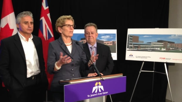 Premier Kathleen Wynne, flanked by her two northern Ontario cabinet ministers at a news conference in Thunder Bay on Monday, told reporters there are many outstanding questions in deciding whether to clean up the the mercury contamination near Grassy Narrows First Nation.
