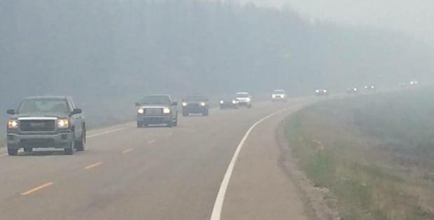 Sask Wildfires LaRonge 20150704 cars evacuation