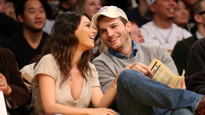 Ashton Kutcher And Mila Kunis Wedding.Ashton Kutcher And Mila Kunis Marry In Secret Wedding Report Cbc News