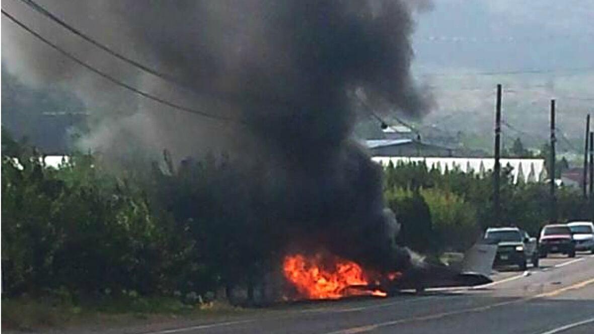 plane crashes on highway near osoyoos b c british. Black Bedroom Furniture Sets. Home Design Ideas