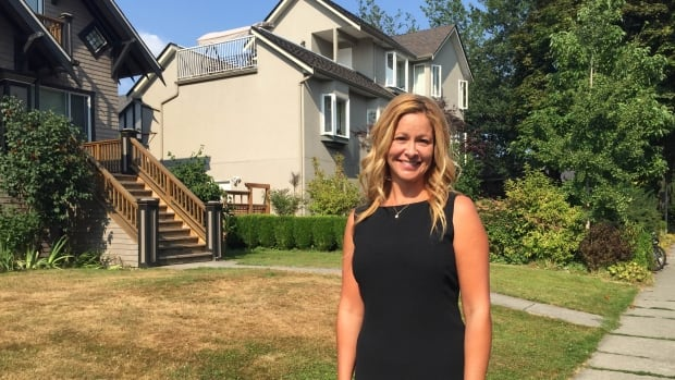 With water restrictions in effect, etiquette expert Carey McBeth says to first approach your neighbour with a 'courtesy call.'