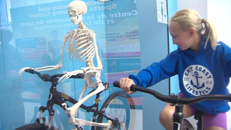 Sports Hall of Fame adds interactive biking skeleton | CBC News