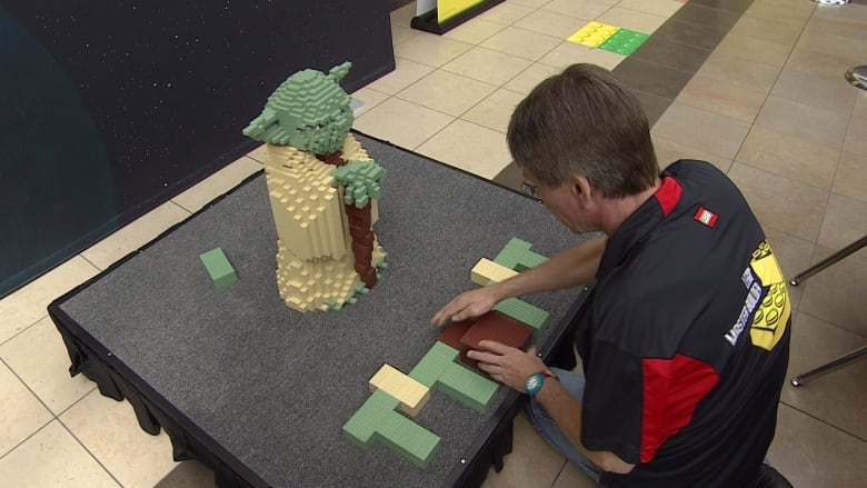 Giant Lego Yoda under construction at Winnipeg mall | CBC News