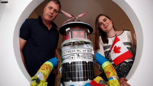 Hitchbot poses with its co-creators Frauke Zeller, an assistant professor at Ryerson University, and David Smith, a professor in the department of communication studies at McMaster University.
