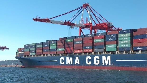 The CMA-CGM Vivaldi stopped at the Halterm terminal carrying 8478 TEUs (total equivalent units) the largest container ship to call on the port.