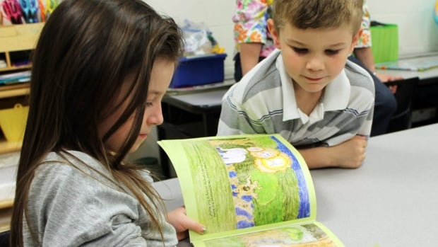 A U of W psychology professor will monitor the brainwaves of kids while they read to get an idea of how they respond.
