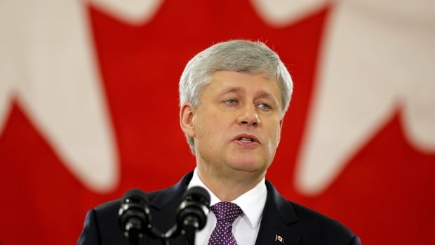 Conservative Leader Stephen Harper has called out the premiers of Ontario and Alberta at the outset of the federal election campaign, a move that is likely aimed at Conservative supporters in those provinces.