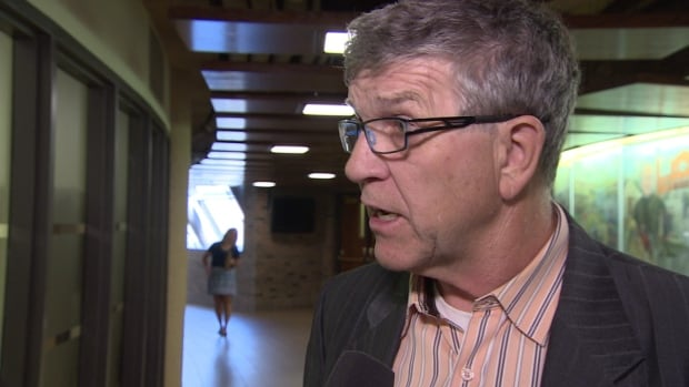 The outgoing mayor of St. Albert, Nolan Crouse, is leaving the Alberta Liberal leadership race.