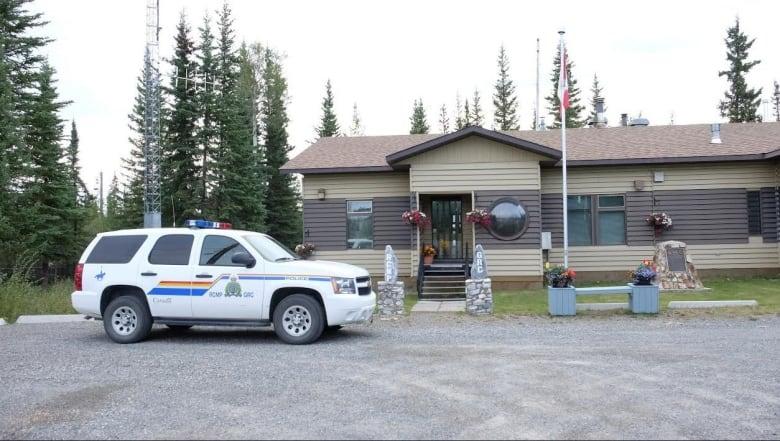 Mysterious tent baffles RCMP in Beaver Creek, Yukon | CBC News