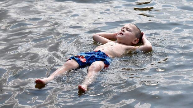 Ottawa heatwave Aug. 16 2015 Mooney's Bay Beach