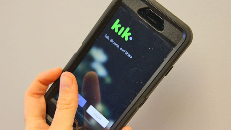 kik opens chat platform to third party bots like h m sephora and