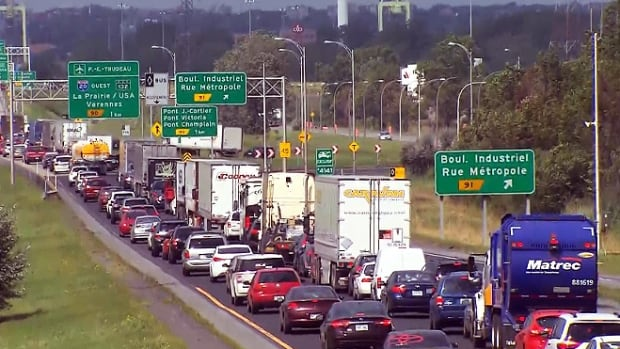A new report suggest putting tolls on Montreal's bridges to ease congestion.