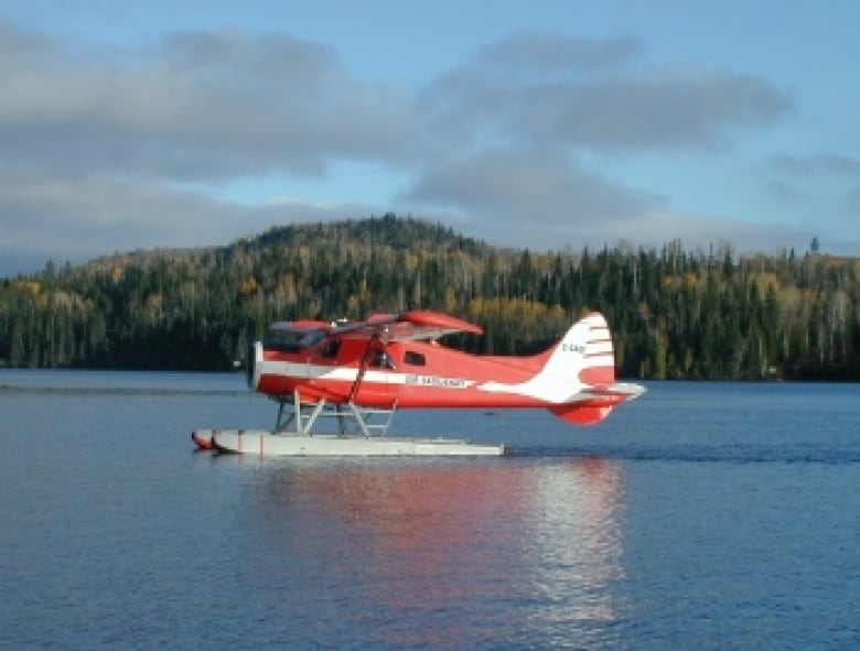 3 dead in Labrador float plane crash, fate of 4 others unknown