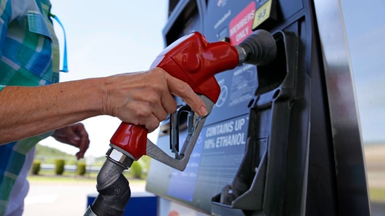 Gas prices in Nova Scotia fall below $1 for 1st time in months   CBC