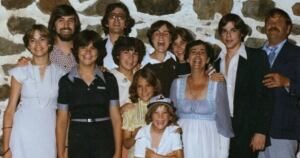 Mulcair and his siblings gather to celebrate parents' twenty-fifth anniversary