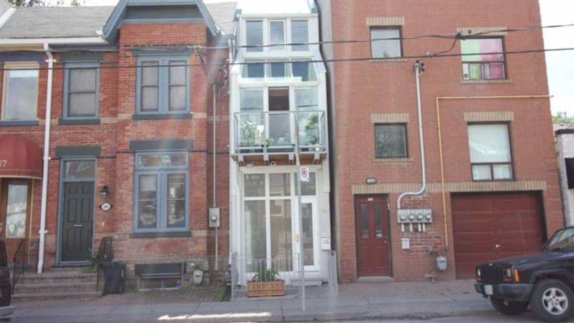 39 Narrowest House 39 In Toronto Hits Market At 750 000