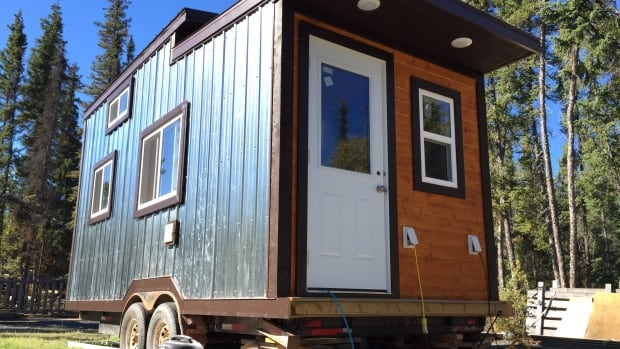 Yellowknife apprentice builds his big brother a tiny house North
