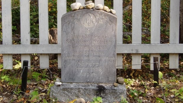 'A good father and a faithful friend' reads this tombstone for Solomon Packer who died in 1915 and was buried in the Jewish Cemetery in Dawson City.