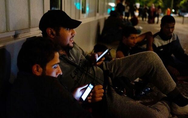 Refugees on smartphones