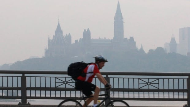 Environment Canada has issued a smog warning for Gatineau, but so far it hasn't reached Ottawa.