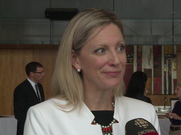 Dr. Lisa Barrett