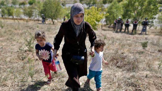 Syrian Refugee and children  Istanbul-Edirne highway