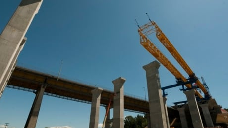 B.C.'s new rules around hiring for taxpayer-funded construction projects challenged in court