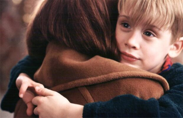Macaulay Culkin and Catherine O'Hara in Home Alone