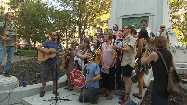 Montrealers put their own twist on the Harperman song, singing lyrics in French.