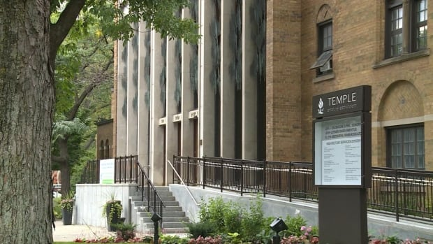 The Emanu-El-Beth Sholom synagogue in Westmount wants to sponsor a Syrian refugee family.