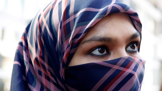 Zunera Ishaq has been fighting a legal battle in Ontario to be able to wear a niqab while taking her citizenship oath. On Saturday, NDP candidate Jean-Francois Delisle backed off on his proposal to re-open the Constitution to revisit freedom of religion to rule on the question of niqabs.