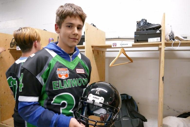Elmwood High School football team gets free gear from Nissan  61b7753204cfa