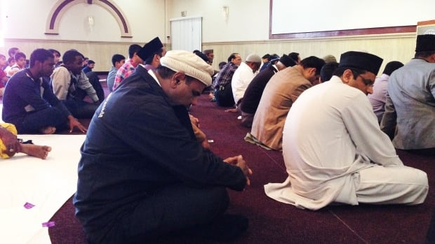 Ahmadiyya Muslims pray at a Montreal-area mosque. Some members of Montreal's Muslim population say they don't plan on voting for the politicians who passed C-51, but the Ahmadiyya say it's not an election issue for them.