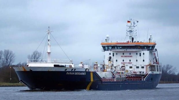 The M/T Sarah Desgagnes was offloading diesel fuel to tanks in Salluit, Nunavik, when strong winds caused the vessel's propeller to snap the fuel hose, says Mayor Paulusie Saviadjuk.