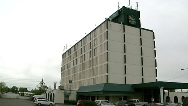 A judge has ordered the Drop-In Centre to pay a realtor for locating the former Quality Inn for them.