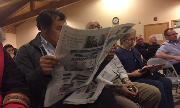 Paul Okalik reads newspaper